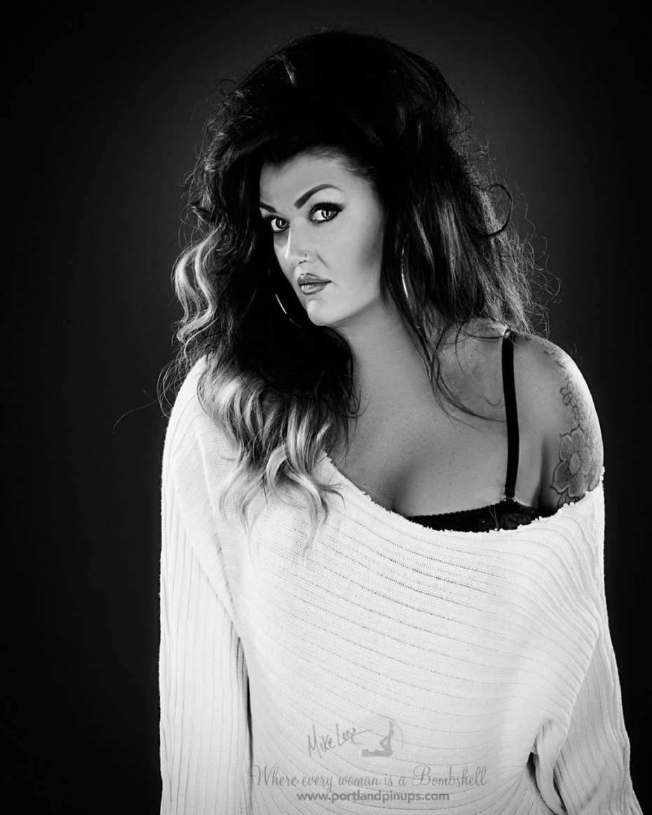 SEXY SUNDAY…More black and white simple yet very sexy fun.  Baggy off the shoulder sweater, and that look in the eyes…it's all you need.Happy Sunday.#pinup #gorgeous #blackandwhite #follow #instagood #portland #portraitphotographer #eyecontact #sexy